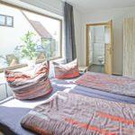 Ferienwohnung Herrenhaus EG Mönkebude Schlafzimmer mit Toilette x1000